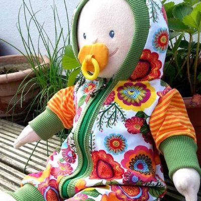 Puppenanzug Anzug für Puppe Spielzeug Ideen für Kinder kostenloses Schnittmuster Gratis-Nähanleitung