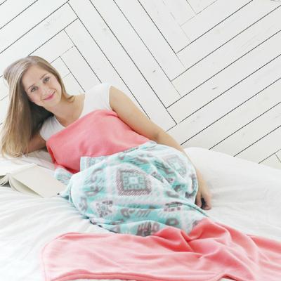 Meerjungfrauendecke Mermaid Tail Blanket Kuscheldecke nähen kostenloses Schnittmuster Gratis-Nähanleitung