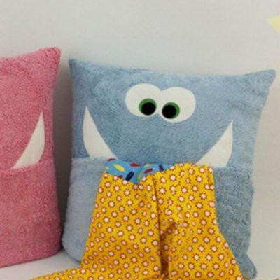 Pyjamakissen Monsterkissen Kinderkissen kostenlose Schnittmuster Gratis-Nähanleitung