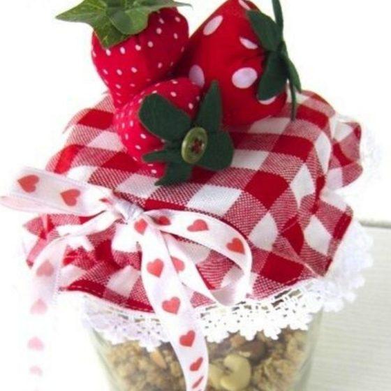 Stoffhäubchen Marmeladeglas Einwecken kleine Geschenke Selber machen schön verpacken kostenlose Schnittmuster Gratis-Nähanleitung
