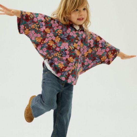 Mädchen Bluse Blumenbluse Fledermausärmel weite Kinderbluse kostenlose Schnittmuster Gratis-Nähanleitung
