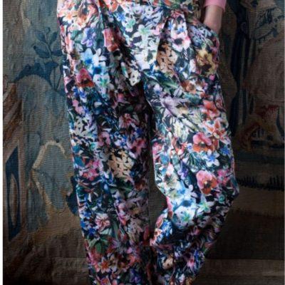 Weite Blumenhose bequeme hose Nähen für Frauen kostenlose Schnittmuster Gratis-Nähanleitung