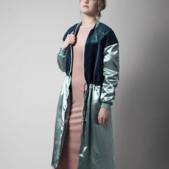 Satin-Mantel Jacke Damenmantel Nähen für Frauen kostenlose Schnittmuster Gratis-Nähanleitung