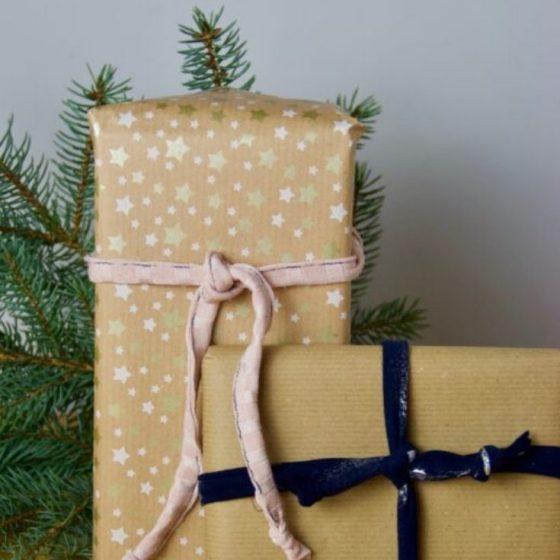 Geschenkband Stoffreste nähen Weihnachten Geschenke kostenlose Schnittmuster Gratis-Nähanleitung