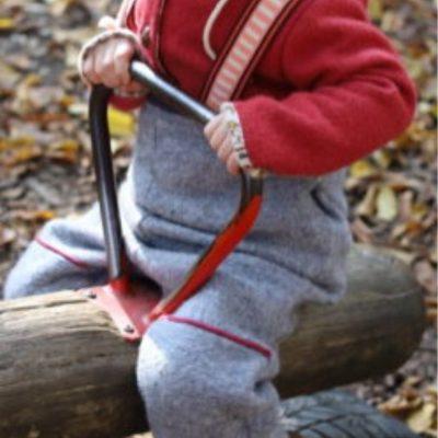 Outdoorhose Latzhose Walkhose Kleiner Bruder Matschhose Outdoorkleidung für Kinder Nähen für Kinder kostenlose Schnittmuster Gratis-Nähanleitung