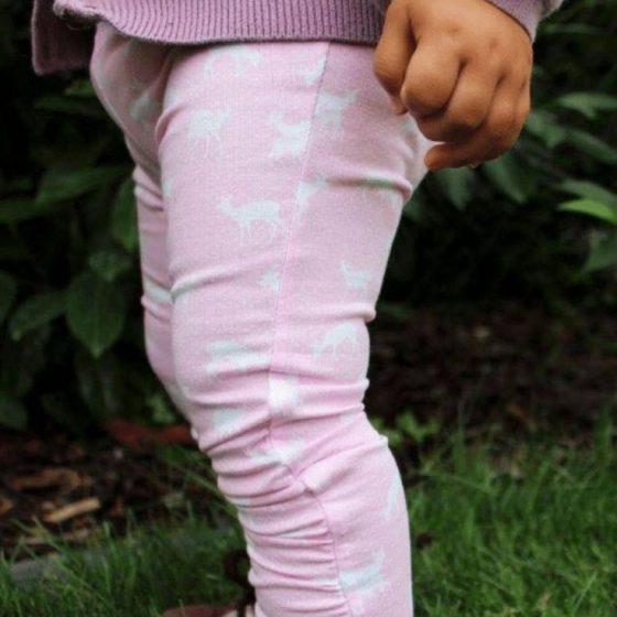 Raffleggins Mila leggins schmale kinderhose maedchenhose raffung baby kleinkind kostenlose schnittmuster gratis naehanleitung freebook naehen